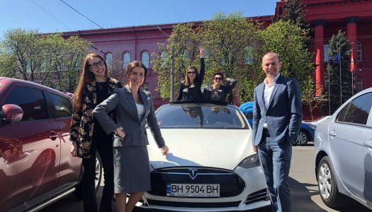 Тест-драйв Tesla Model S Академией ДТЭК